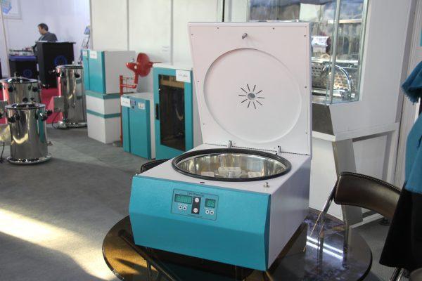 دستگاه سانتریفیوژ آزمایشگاهی