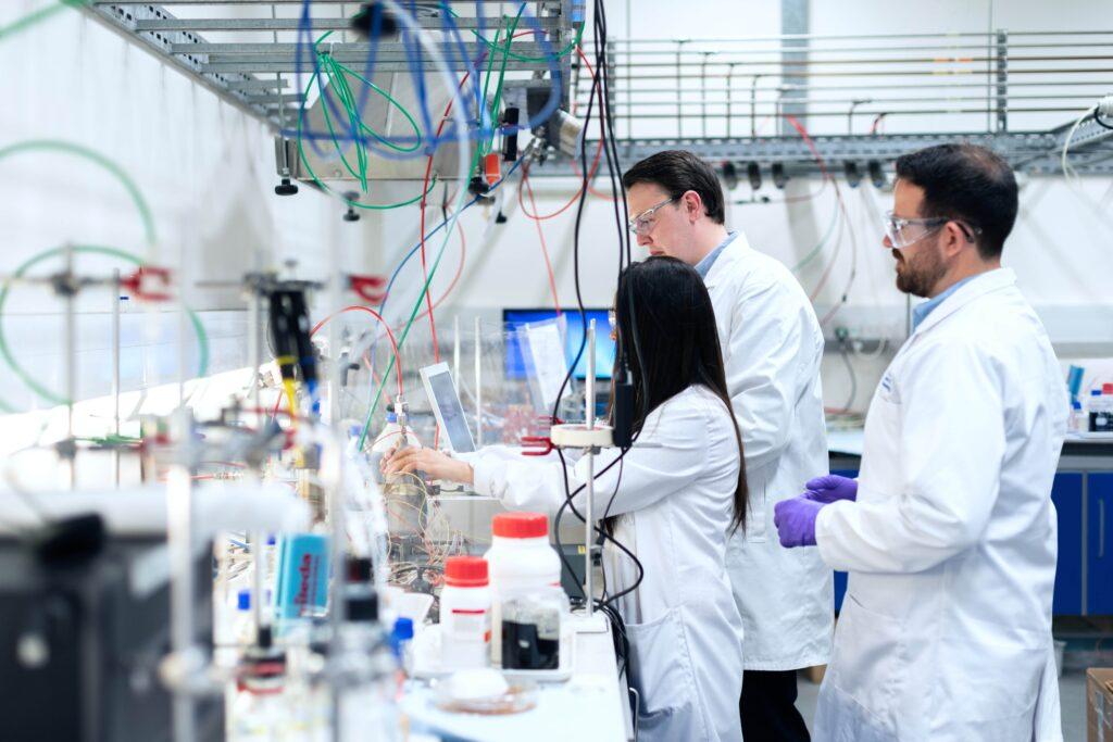 راه اندازی آزمایشگاه و آشنایی با نیازهای اولیه برای تاسیس آزمایشگاه